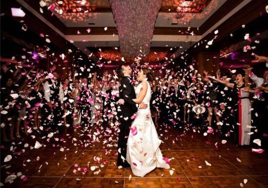 أفكار روعة لرش العروسين بالورد 2016, افكار زفاف 2015/2016