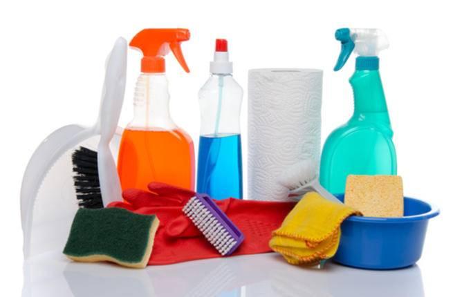 احرصي على عدم شراء أدوات تنظيف كثيرة، فقط اشتري ما تحتاجينه فعلاً