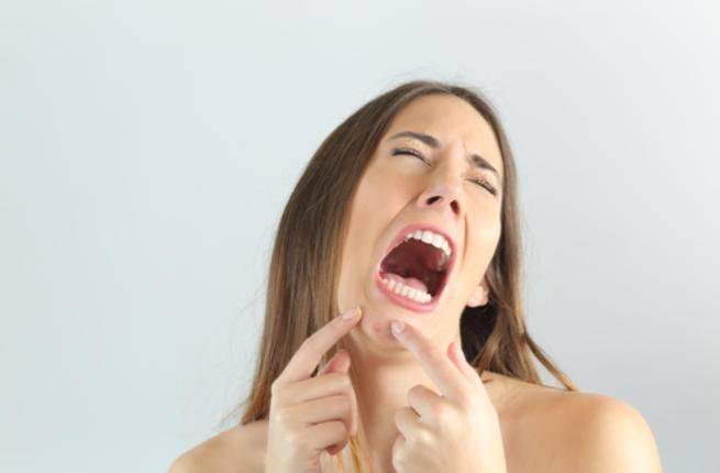 تظهر الحبوب عادة في فترة المراهقة بسبب عدم انتظام هرمونات الجسم