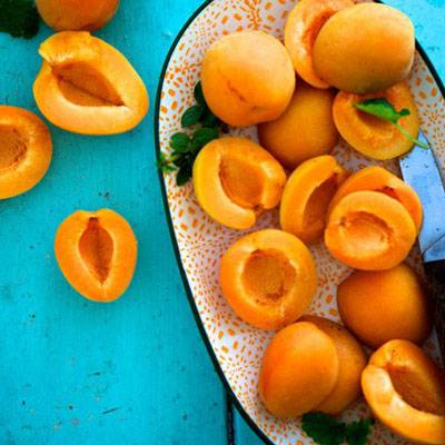 photo fustany-beauty-skincare-17 hydrating fruits for your skin during ramadan-apricots_zpspcg0y0nm.jpg