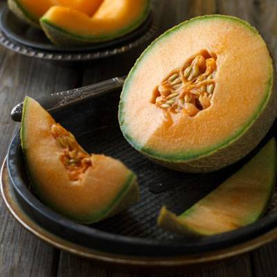 photo fustany-beauty-skincare-17 hydrating fruits for your skin during ramadan-cantaloupes_zpsysdtqd6c.jpg