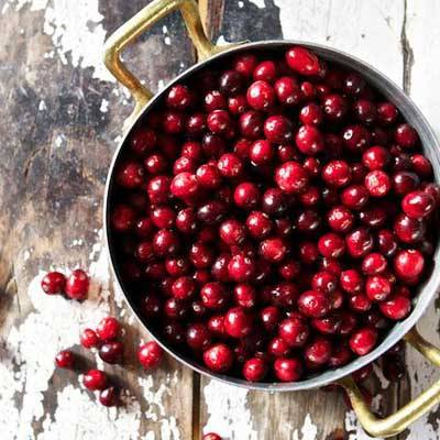 photo fustany-beauty-skincare-17 hydrating fruits for your skin during ramadan-cranberries_zpsatvcyovo.jpg