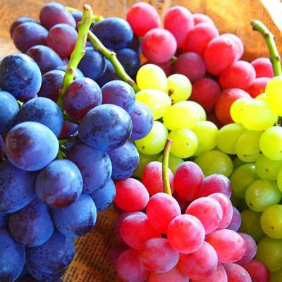photo fustany-beauty-skincare-17 hydrating fruits for your skin during ramadan-grapes_zpsitrllmmy.jpg