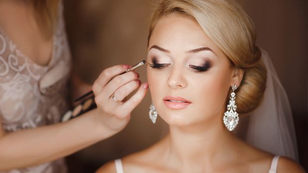 Header image makeup tips for brides wearing contact lenses ar main image fustany