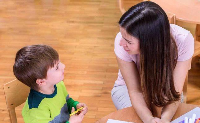 كيفية التعامل مع الطفل الذي يأخذ اغراض زملائه