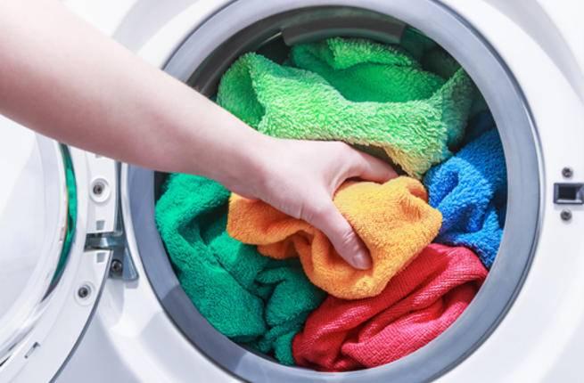 تميل بعض النساء إلى تنظيف المناشف التي تستخدمها مرة أو مرتين في الأسبوع