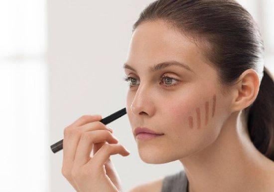طريقة لتنحيف الوجه العريض