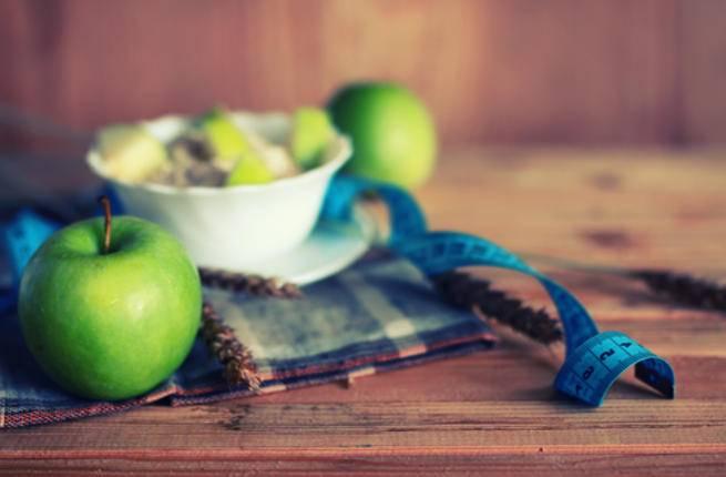 اللبن الزبادي والتفاح مغذيان بسبب احتوائهما على الفيتامينات والمعادن